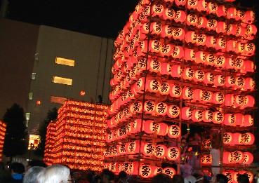 提燈祭り夜の様子(駅前ロータリー)